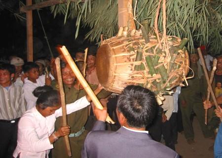 Kết quả hình ảnh cho Lễ hội đập trống tìm người tình tự ở Quảng Bình